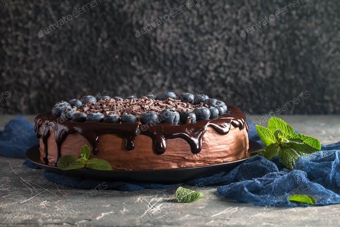 Schokoladenkuchen mit Blaubeeren