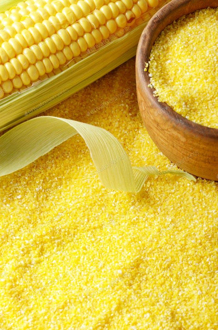 Ripe fresh organic sweet corncob and wooden bowl closeup on grit