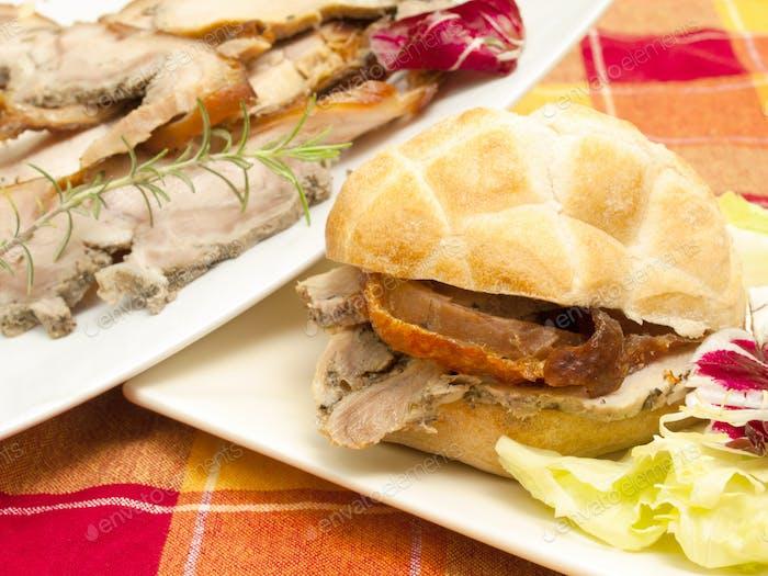 Sandwich mit Schweinebraten