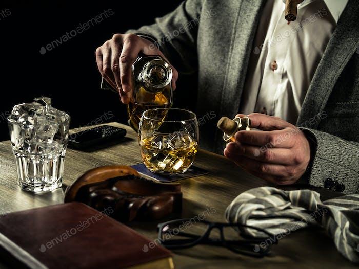 Whisky trinken in der Nacht