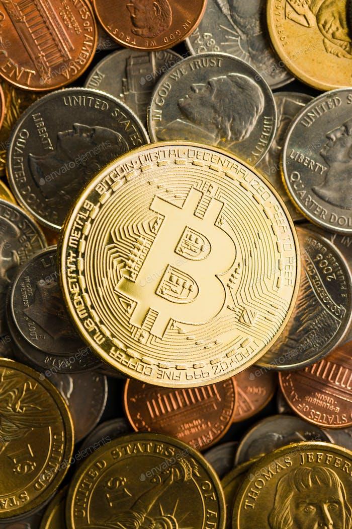 Goldene Bitcoins. Digitale Kryptowährung.