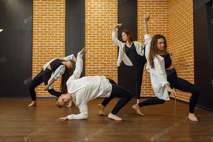 Zeitgenössische Tanzgruppe Posen im Studio