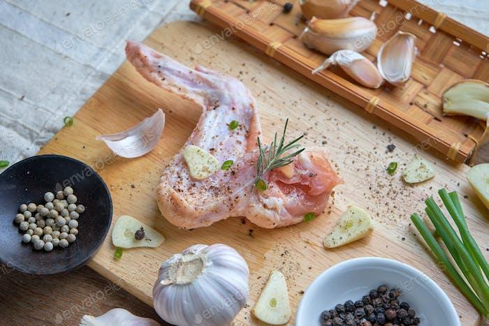 Vorbereitung Hühnerflügel zum Kochen