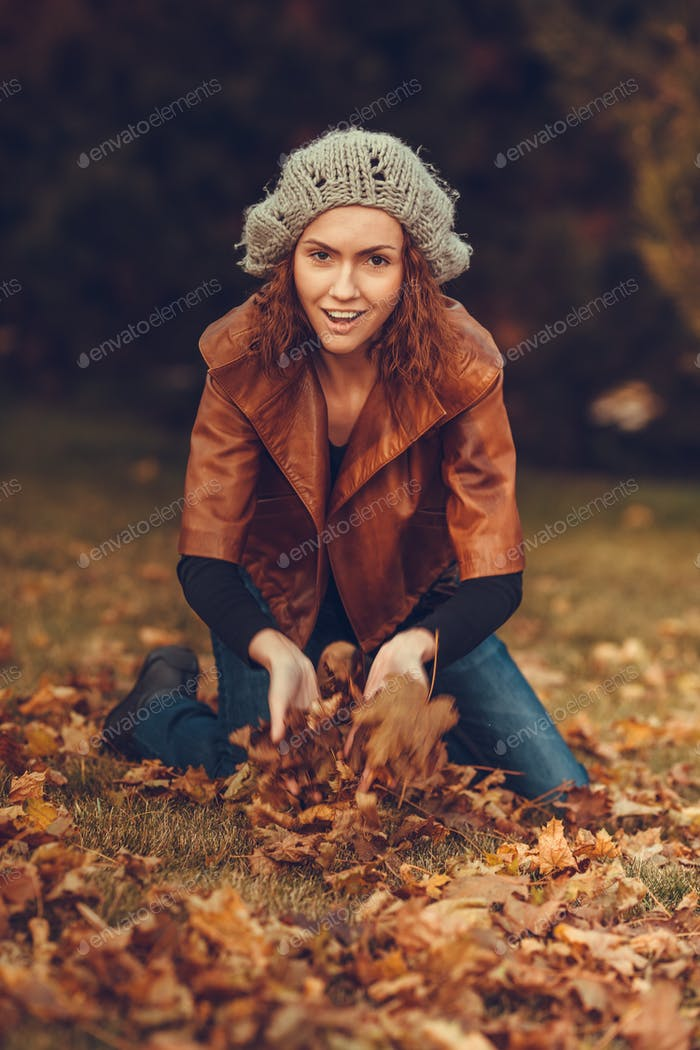 girl in autumn park