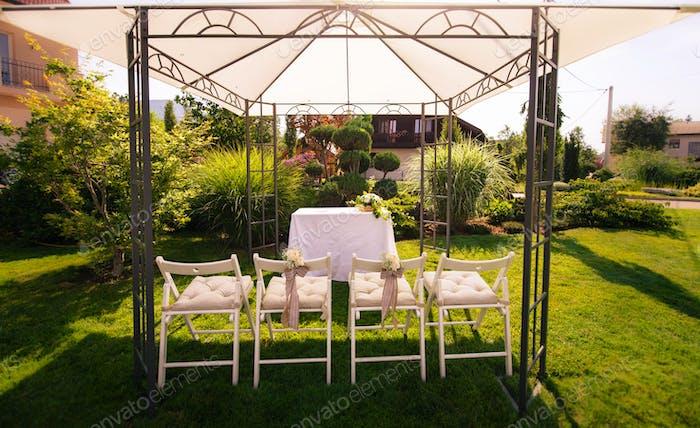 Outdoor-Einrichtung für Hochzeitsempfang