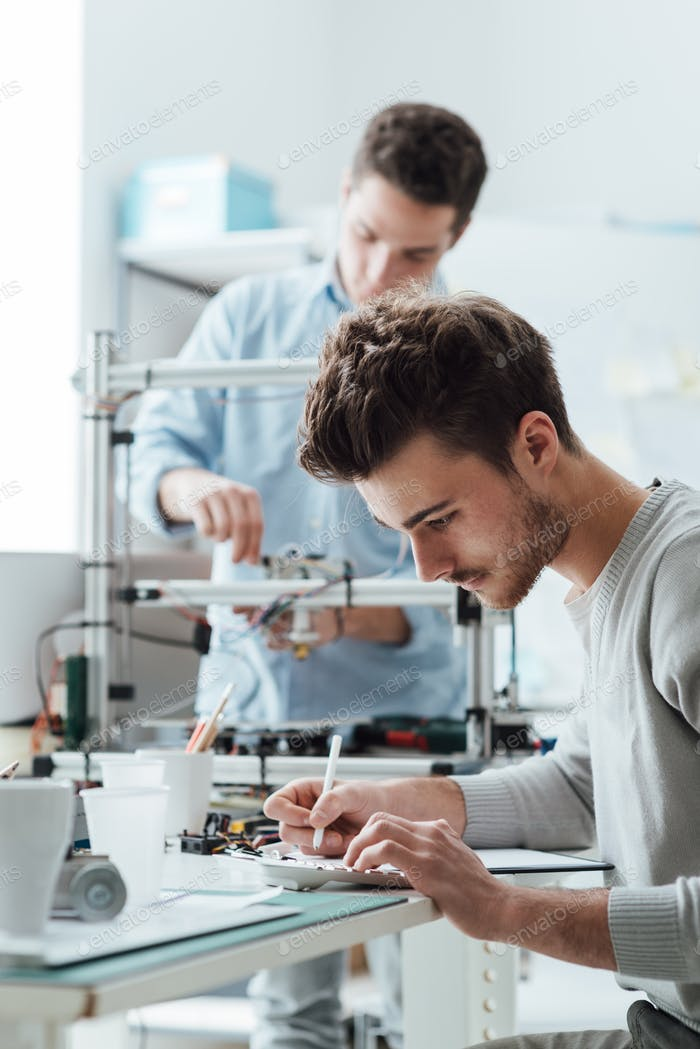 Engineering students working in the lab