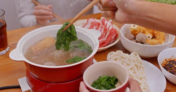 Китайский горячий горшок ужин