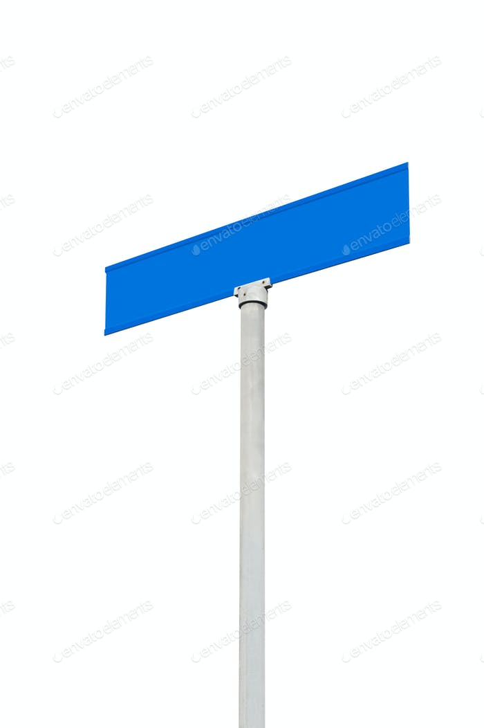 Blank Straßenschild gegen den Himmel