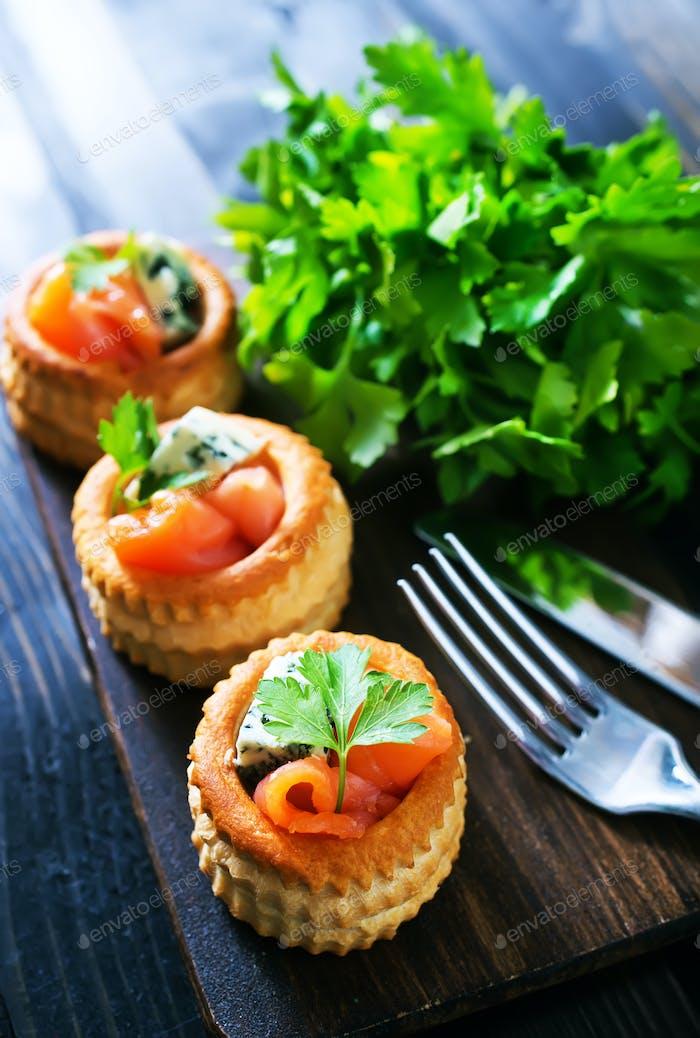 tartalets with fish