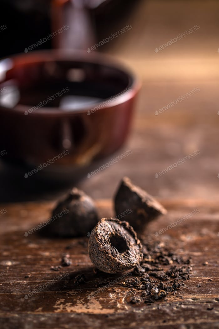 Pressed black pu-erh tea