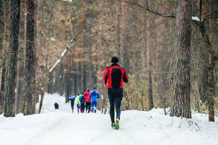 Zurück Gruppe männlicher Läufer