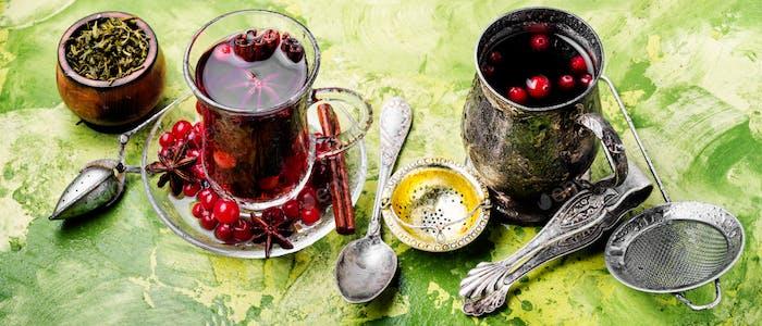 Heißer Tee mit Cranberry