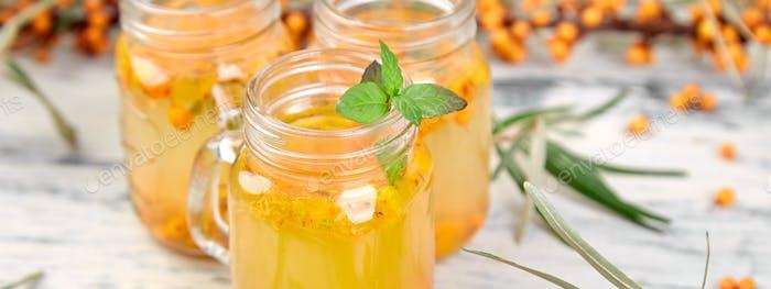 Sanddorntee mit Ingwer und Honig, Vitaminic gesund. Immunsystem Booster Lebensmittel