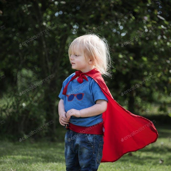 Superheld Little Boy Imagination Freiheit Glück Konzept