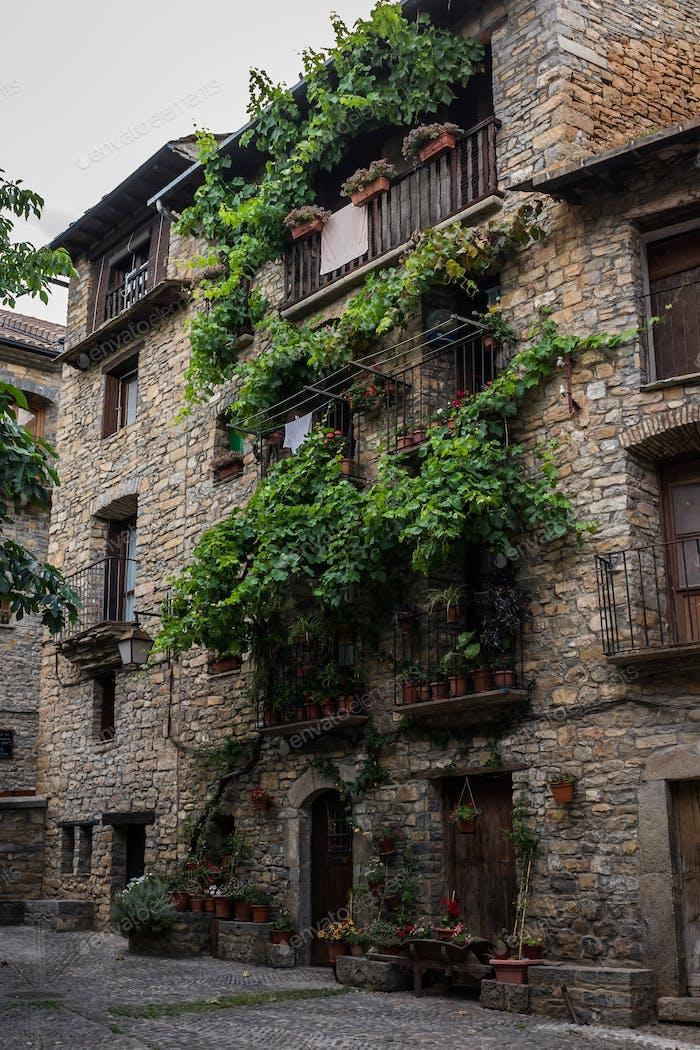 Stone old House, Ainsa, España