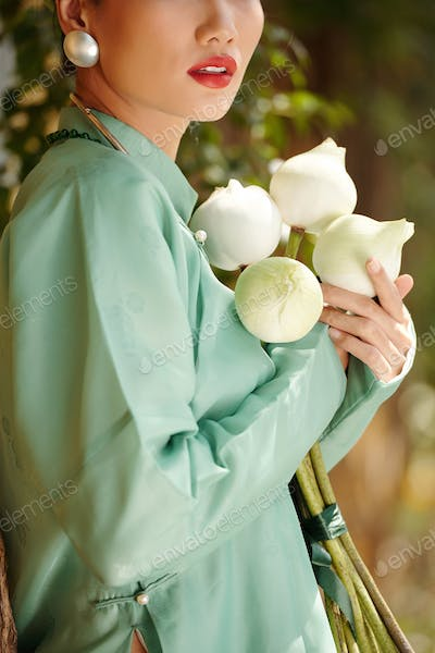 Woman holding holding flowers