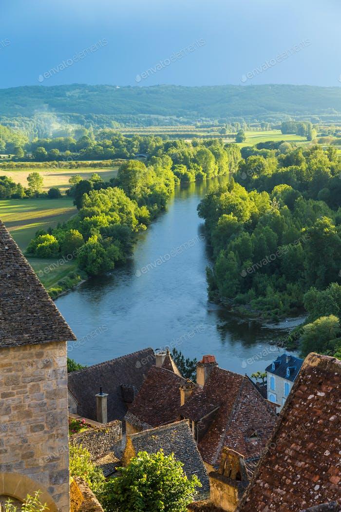 Vista sobre Beynac-et-Cazenac y Río Dordogne, Beynac, Dordogne, Francia