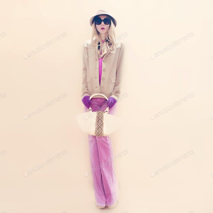 Autumn fashion woman in stylish image