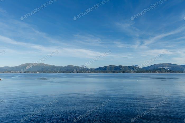 Schöne Aussicht auf norwegische Fjorde