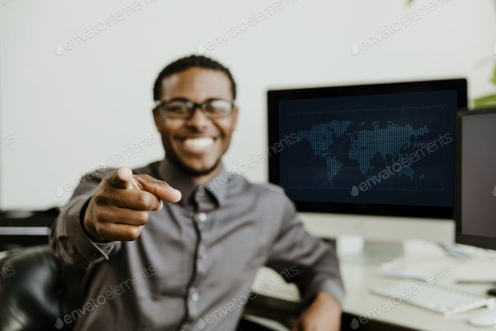Hombre de negocios señalando