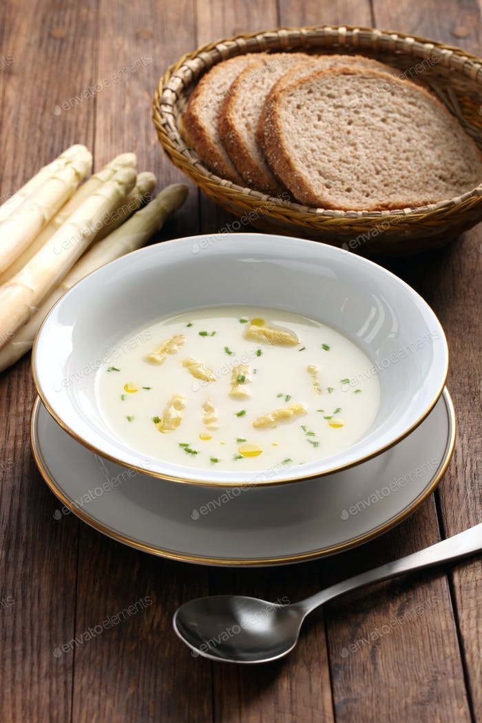 white asparagus cream soup, spargelcremesuppe
