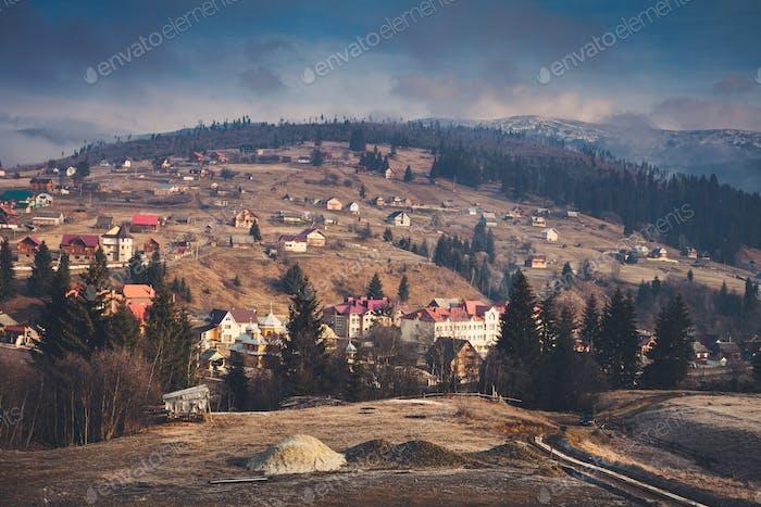 Karpaten Dorf und Berge
