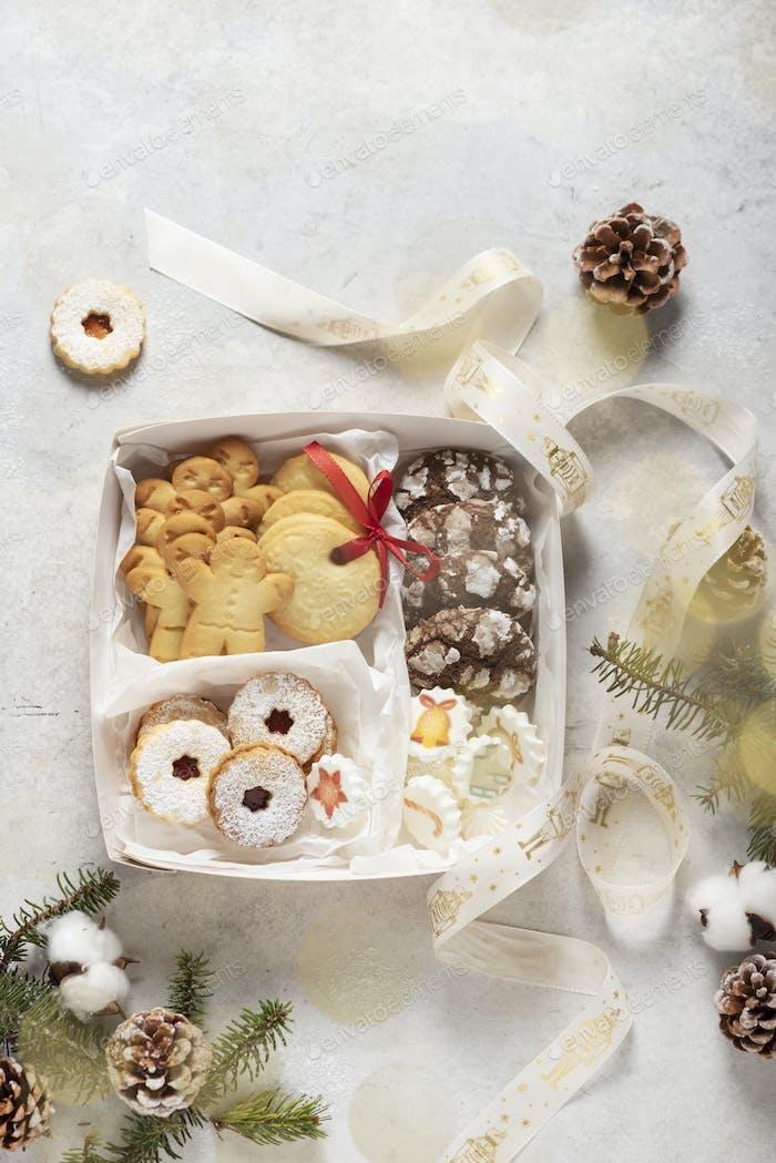 handgefertigte Kekse und Geschenkbox