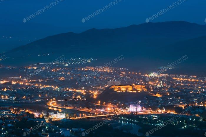 Gori, région de Shida Kartli (Géorgie). Forteresse de Gori dans le paysage urbain I