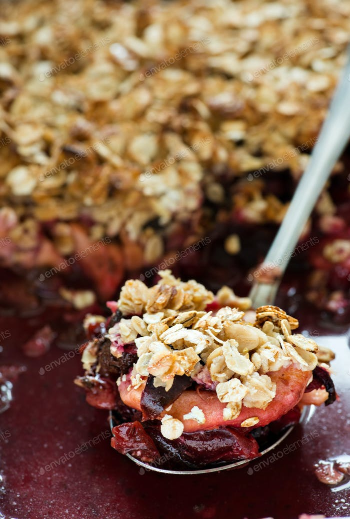 Fruit oatmeal crumble