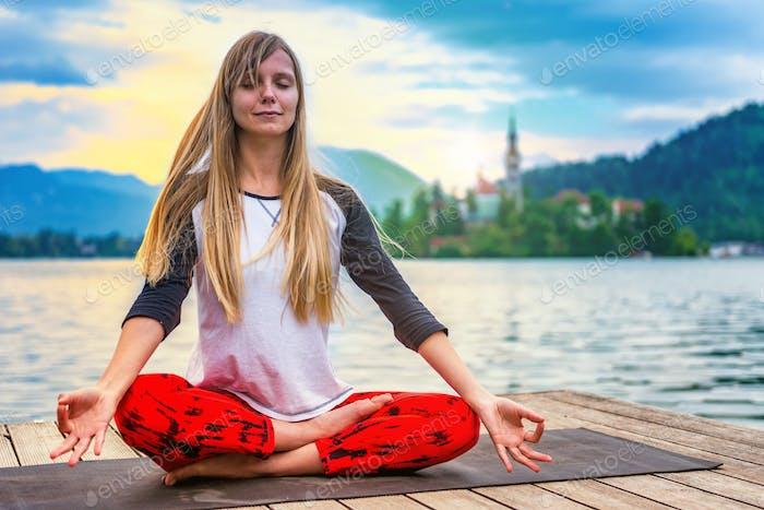 Yoga nature mindfulness lake2  0581 n