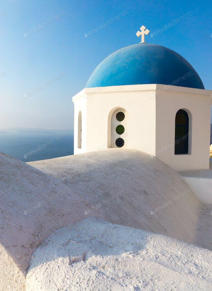 Dach und Kuppel einer Kirche