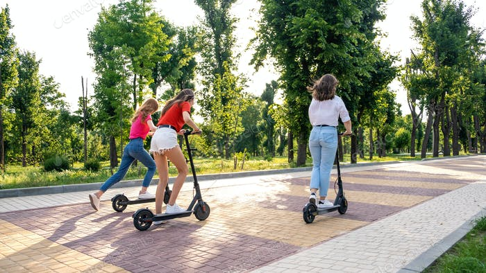 E-Scooter, Elektroroller, Ökologischer Stadtverkehr, alternative Energie, alternativ