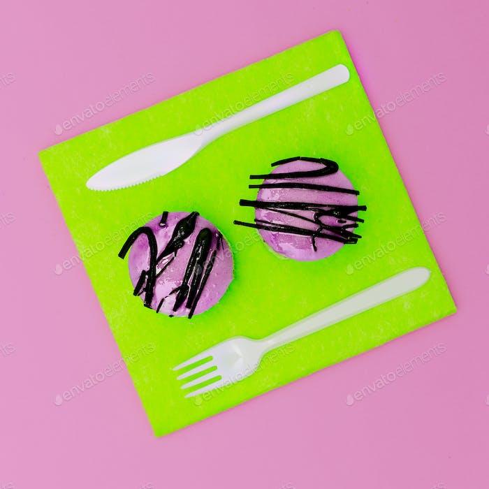 Bright Fast Food Zwei Mini-Kuchen surreal minimal kreative Kunst