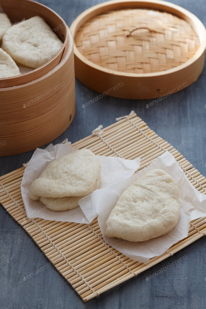 Gua Bao, gedämpfte Brötchen in Bambusdampfer, Bao Brötchen.