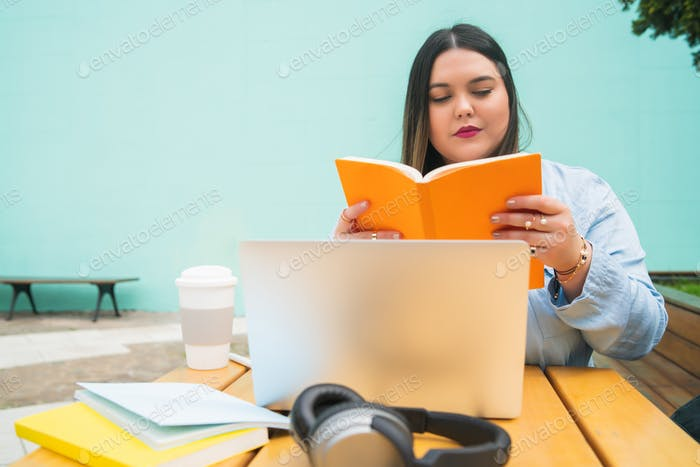Plus size woman studying at coffee shop.