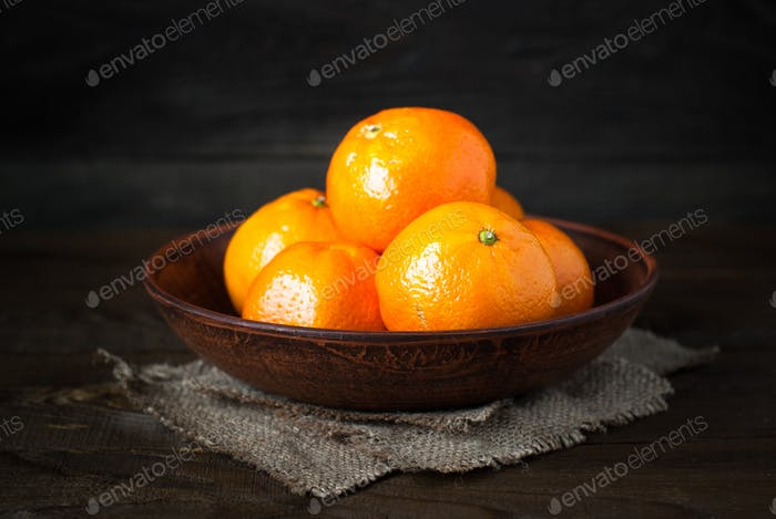 Tangerines in a plate