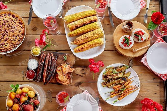 Esstisch, Draufsicht, Familienessen oder Mittagessen, Essen Konzept