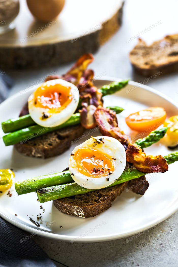 Seared Asparagus with soft boiled Egg on Rye bread