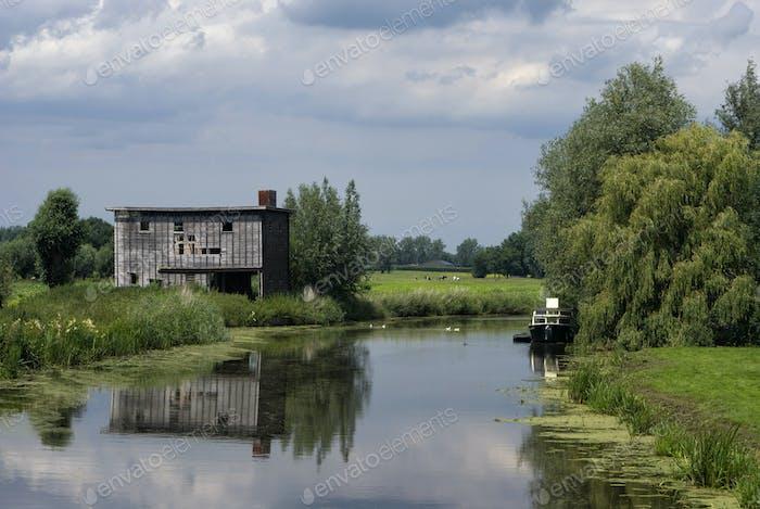 Run-down shed on the bank of the river Giessen near Hoornaar in the Dutch region Alblasserwaard