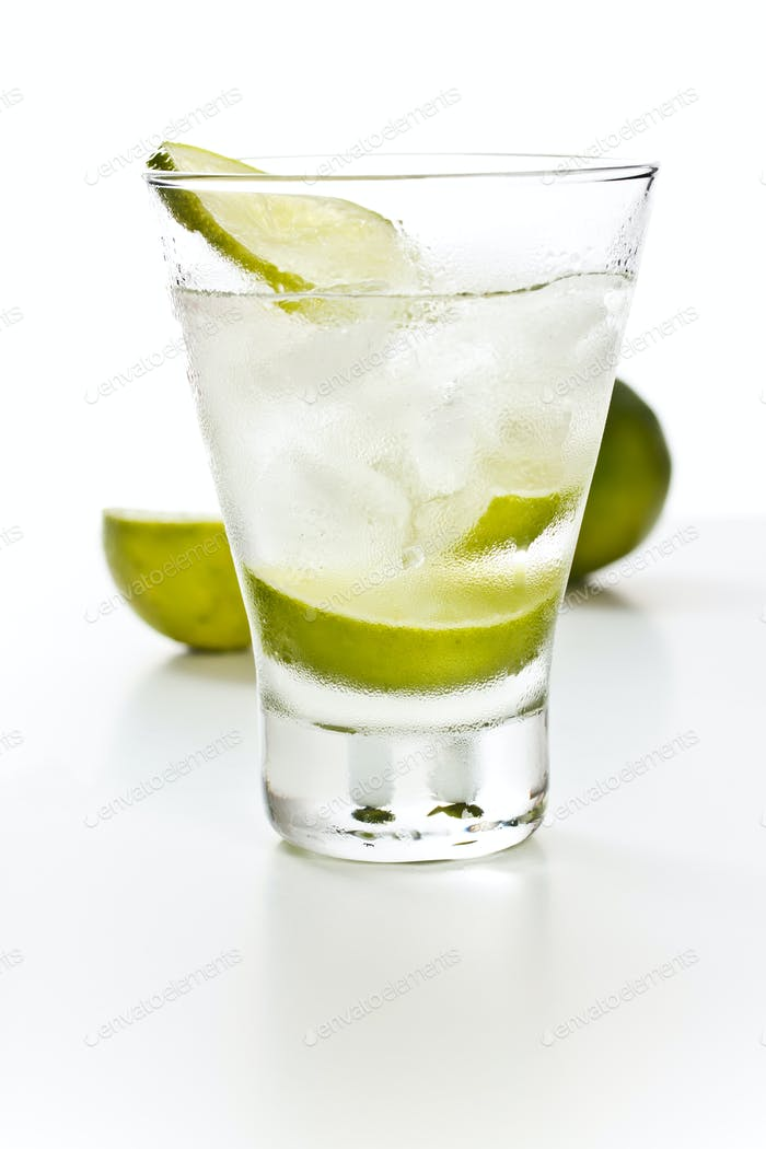 Vodka with lime and ice