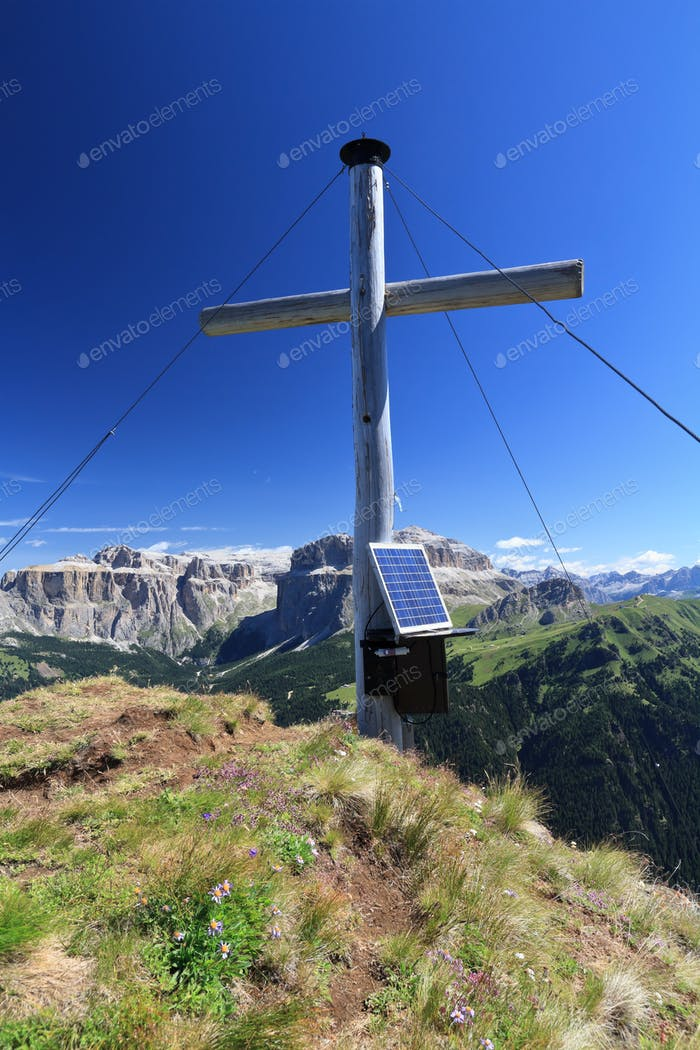 cross on Crepa Neigra peak