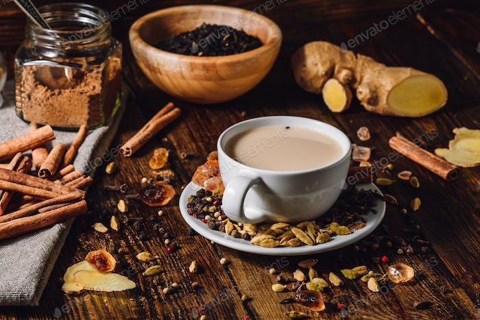 Masala Chai mit verschiedenen Zutaten