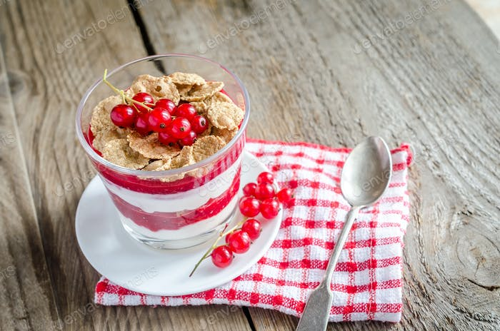 Wholegrain muesli with berry sauce and yogurt