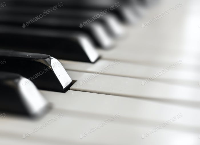Verschwommen des Klaviertastaturhintergrundes