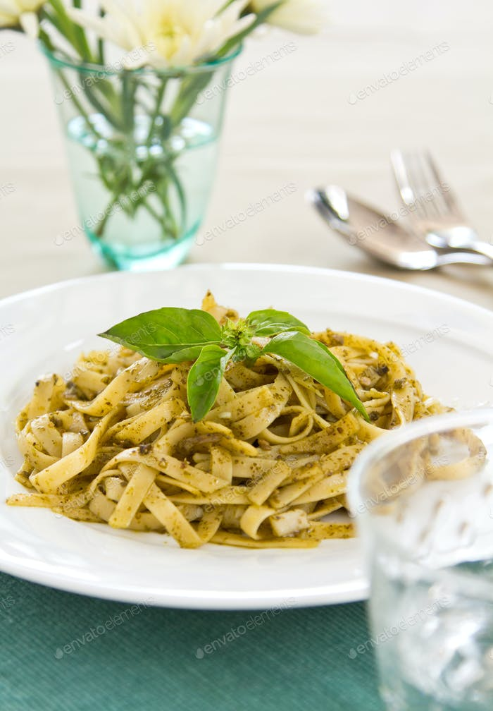 Fettuccine in Pesto-Sauce