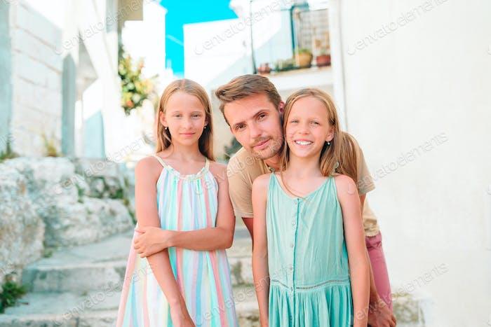 Familie von drei Ferien in Europa Urlaub