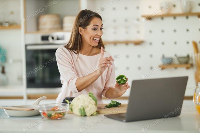 Sie aktualisiert ihren Koch-Blog online