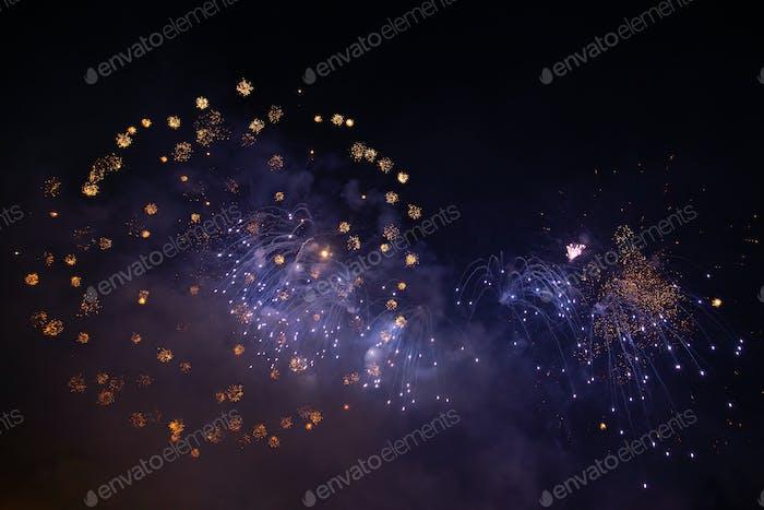 Feiern des neuen Jahres mit Feuerwerk