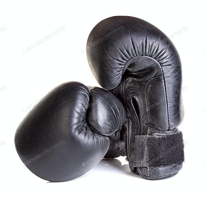 боксерские перчатки изолированы на белом фоне