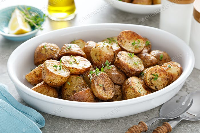 Potato halves baked with thyme
